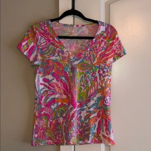 Lilly Pulitzer Printed V Neck T Shirt: medium